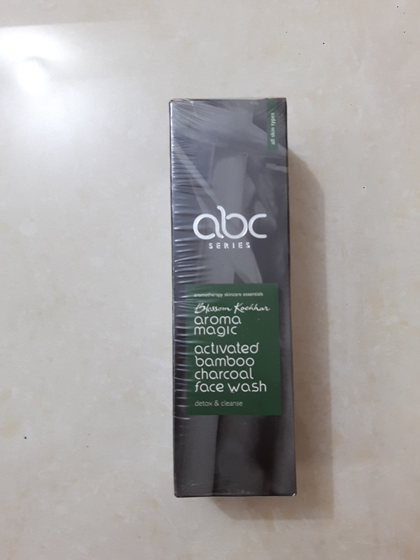 foodtravelandmakeup-aroma-magic-activated-bamboo-charcoal-face-wash
