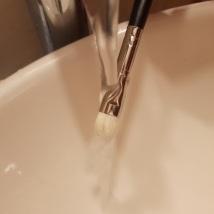 foodtravelandmakeup-brush-egg-demo-eyeshadow-brush-step-5