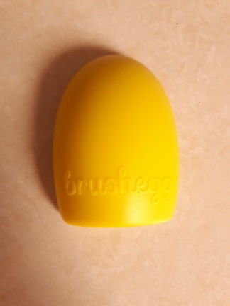 foodtravelandmakeup-the-makeup-cosmetic-brush-egg-1
