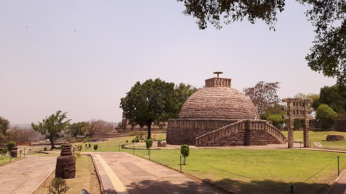 foodtravelandmakeup-travel-diaries-great-sanchi-stupa-disciple-stupa