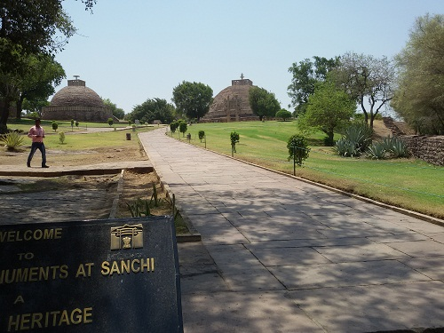 foodtravelandmakeup-travel-diaries-great-sanchi-stupa-entrance