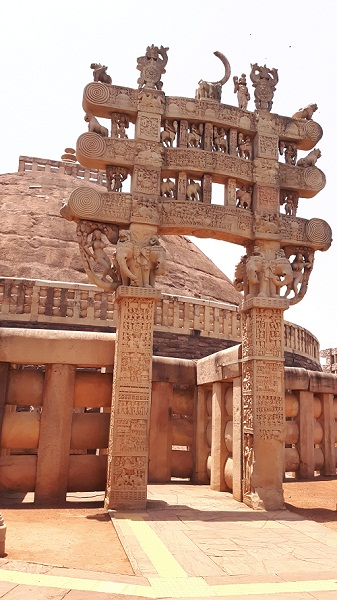 foodtravelandmakeup travel diaries great sanchi stupa gate.jpg