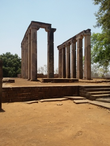 foodtravelandmakeup-travel-diaries-great-sanchi-stupa-ruins