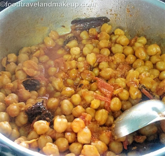no onion no garlic chole @foodtravelandmakeup.com (9)