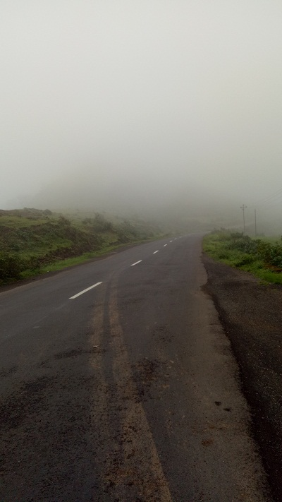 Weend Gateway Western Ghats near Saputara.jpg