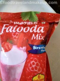 strawberry-falooda-lassi-foodtravelandmakeup-com