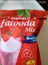 strawberry-falooda-lassi-foodtravelandmakeup-com