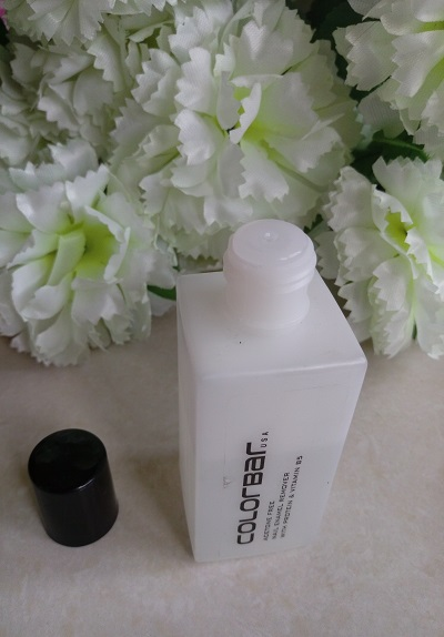 foodtravelandamakeup Colorbar Nail Enamel Acetone Free Remover cap and neck