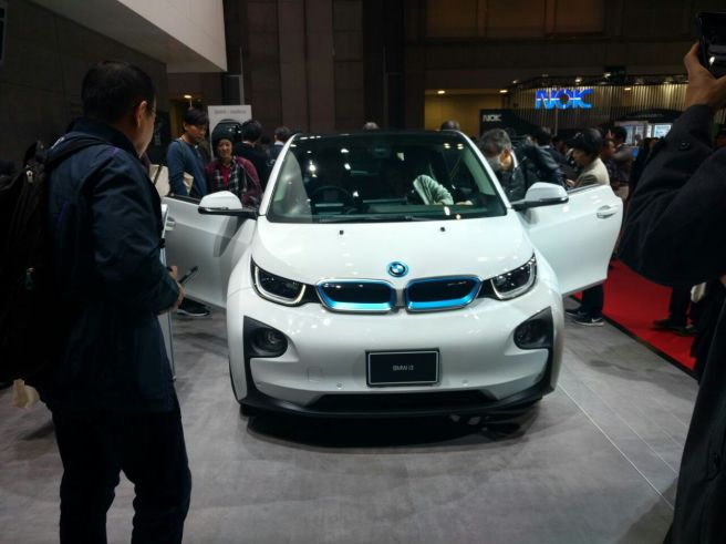 foodtravelandmakeup BMW i3