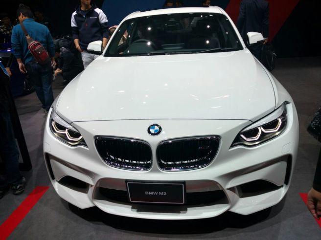 foodtravelandmakeup BMW M2